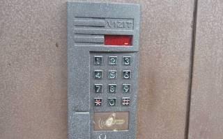 Как поставить код на домофон?